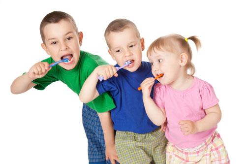 Çocuklara diş ipi kullanımı